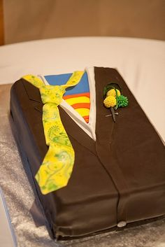 superman groom's cake-- this is such a cute idea. I hope my future hubby likes Supes!