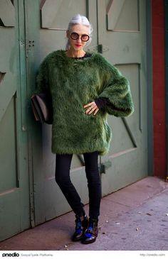 Büyükanne, stil ikonu olur mu? Olur. :)  http://onedio.com/haber/3-evetle-ugurluyoruz-her-biri-yaslilik-idolunuz-olacak-13-stil-ikonu-buyukanne-447893