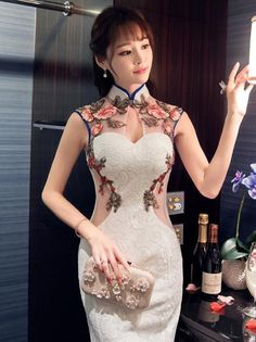 (We have provided this item& measurements to help you decide which size to buy.) (Units/Inches) Size Bust Waist Hip Shoulder S M L 37 XL 37 (Units/Centimeters) Size Bust Waist Hip Shoulder S 82 64 86 36 M 86 68 90 37 L 90 72 Oriental Dress, Oriental Fashion, Asian Fashion, Oriental Style, Mandarin Dress, Cheongsam Dress, Beautiful Asian Women, Ladies Dress Design, Traditional Dresses
