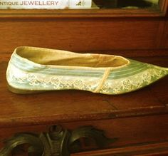 SilkDamask: A Georgian Shoe Sojourn: From London Cordwainers & French Shoe Shops to New England Collections - painted leather 1780s/90s
