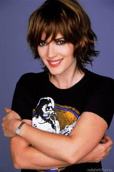 HQ Wallpaper for Winona Ryder. Now viewing wallpaper of 223 HQ pictures found in the Winona Ryder image gallery Layered Hair With Bangs, Short Wavy Hair, Long Layered Hair, Short Rocker Hair, Choppy Hair, Short Bangs, Hair Bangs, Layered Cuts, Winona Ryder Hair
