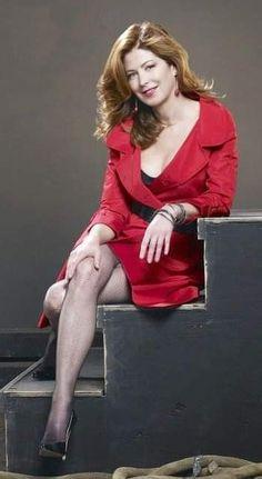Dana Delany, Jolie Photo, Sexy Older Women, Celebs, Celebrities, Sexy Legs, Pretty Woman, Redheads, Red Hair