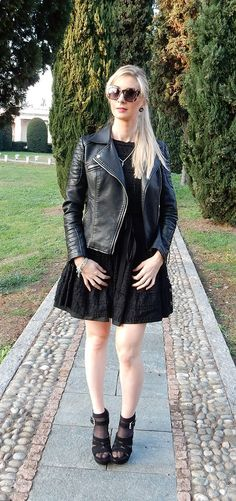 Looking for an edgy and grunge look? Love wearing black? You'll love this outfit.