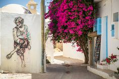 These numbers describe Djerbahood, a street art project curated by Galerie Itinerrance that transformed the ancient village of Erriadh, Tunisia into a. 3d Street Art, Street Art News, Street Artists, Transformers, Top Photos, Galerie D'art, Pet Memorials, North Africa, Banksy