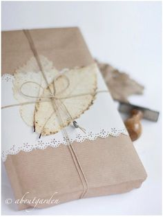 Simple and elegant gift wrapping. Wrap your items with brown Kraft paper and dress with white paper strip finished with a doily pattered punch, jute twine and pressed dried leaves. Wrapping Gift, Gift Wraping, Wrapping Ideas, Paper Wrapping, Love Gifts, Gifts For Him, Diy Gifts, Paper Packaging, Pretty Packaging
