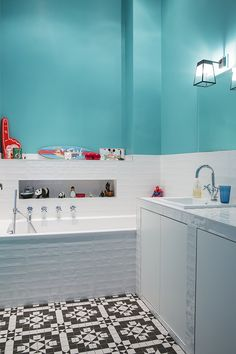 Color bathroom for the kids Ideas Baños, Gravity Home, Bath Girls, Bathroom Colors, Architectural Digest, Sweet Home, New Homes, Interior Design, House