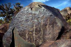 Ancient petroglyphs on the mountain road, Abha, Saudi Arabia… Around 3000 years old… (Photo: chrisjw37)
