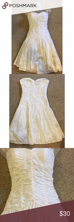 Sisley White Dress Size XS Like New This is a Sisley dress made in Italy in absolutely beautiful condition. Perfect for a night out! Sisley Dresses Strapless