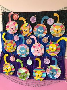 Arts And Crafts House Refferal: 4826773258 Splat Le Chat, Kindergarten Art Lessons, Frog Crafts, Rainbow Crafts, Animal Crafts, Art Classroom, Art Plastique, Art Activities, Elementary Art