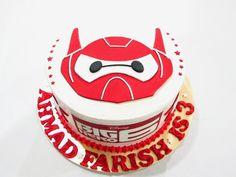 Lynn BabyCakes: Birthday Cake Big Hero 6
