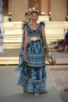 Find tips and tricks, amazing ideas for Haute couture. Discover and try out new things about Haute couture site Look Fashion, Runway Fashion, High Fashion, Fashion Show, Womens Fashion, Fashion Design, Net Fashion, Fashion Goth, Dolce & Gabbana