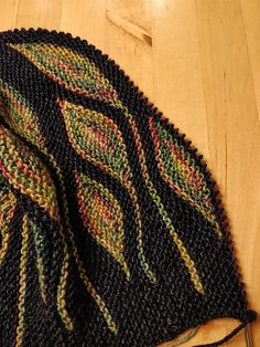 Toph by Woolly Wormhead, knitted by edelweizs | malabrigo Dos Tierras in Paris Night and Arco Iris