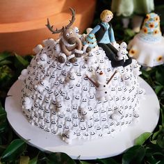 Pile of snowgies cake. Frozen Fever party ideas.