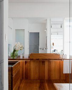 Banheiros de luxo com pastilhas, mármore, madeira... - Casa