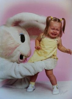 The Creepiest Easter Bunny Photos Ever Taken - I don't understand why this is so funny. it really isn't funny at all. knowing what it feels like being afraid and being forced to do something one doesn't want. but it's funny. Donnie Darko, Foto Fails, Easter Bunny Costume, Easter Costumes, Pedobear, Awkward Family Photos, Family Pictures, Awkward Pictures, Vintage Easter