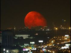 Blood Moon Pictures - Beautiful Photos of the October 2014 Blood Moon - Good Housekeeping