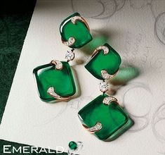 Elegant emerald earring to enhance your beauty shop at Emerald Gemstone
