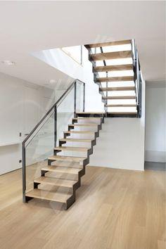 Photo DT127 - ESCA'DROIT® 2/4 Tournants avec Palier Intermédiaire. Escalier d'intérieur design en acier, bois et verre pour un intérieur type loft.:
