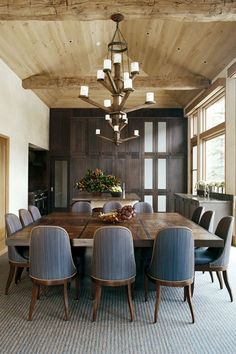 Looking for a stunning way to add a touch of warmth to your room? Then you might want to try wood ceilings. Wood ceilings have long been regarded as the top choice for ceiling design, thanks to their endless variety and adaptability. Dining Room Storage, Dining Room Walls, Dining Room Design, Dining Chairs, 12 Person Dining Table, Square Dining Room Table, House Ceiling Design, Home Ceiling, House Design