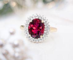Bague pour femme de la gamme Pure Halo - une pierre gemme mise en valeur par de petites pierres blanches en accent - Juwelo Bijouterie en Ligne