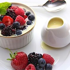 Frozen berries in hot white chocolate sauce. Delicate. Perfect.