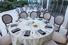 Urmează un eveniment important în viața ta ? Lasă-ne să te ajutăm să-ți îndeplinești visul !   Restaurantul TurQuoiSE  iți oferă o locație deosebită cu deschidere la malul mării unde te poți bucura de până la 450 de invitați pentru orice tip de eveniment privat (nuntă, cununie civilă în aer liber pe terasă cu piscină sau pe plajă, botez, logodnă, aniversare, majorat) sau corporate (seminarii, conferințe, ședințe, aniversări, petrecere crăciun, workshop-uri, team building-uri, evenimente… Marie, Table Settings, Table Decorations, Furniture, Home Decor, Littoral Zone, Decoration Home, Room Decor, Place Settings