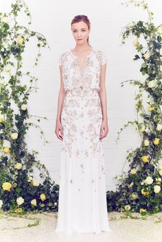 Jenny Packham Resort 2016: I just have to say that I like the background! It goes well with the white dress and gold embellishments!