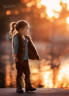 The warmth in these fresh photos golden hour photos warms our hearts. Explore the concepts of childhood and the freedom of exploration!