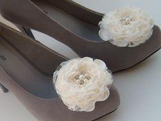 Elfenbein Blumen Braut Schuhclips / Hochzeits von RossyAccesorios
