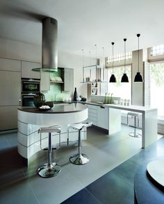 Get Amazed By Some of The Best Interior Design Projects by Kelly Hoppen. Bespoke Kitchens, Luxury Kitchens, Cool Kitchens, Modern Kitchens, Kitchen Modern, Colorful Kitchen Decor, Kitchen Colors, Kitchen Ideas, Luxury Interior Design