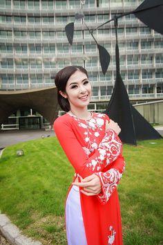 Ao Dai Vietnam, Vietnam Girl, Beautiful Vietnam, Traditional Dresses, Paris, Coat, Model, Collection, Fashion