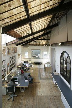 La granja design loft studio in barcelona esc домашний офис, офис лофт и ар Workspace Design, Office Workspace, Office Interior Design, Office Interiors, Modern Interiors, Espace Design, Design Loft, House Design, Warehouse Office