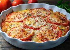 Crustless Tomato Pie is a delicious and beautiful low-carb side dish that would perfectly complement brunch, lunch, or dinner. Kitchen Recipes, Cooking Recipes, Healthy Recipes, Veggie Recipes, Veggie Soup, Vegetable Dishes, Quiche Mozzarella, Bacon Fries, Tomato Pie