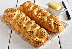 Paine impletita – reteta video My Recipes, Bread Recipes, Cake Recipes, Cooking Recipes, Favorite Recipes, Bread Recipe Video, Braided Bread, Cooking Bread, Romanian Food