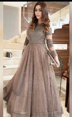 How To Hire Designer Fashion & Dresses Shadi Dresses, Indian Gowns Dresses, Indian Fashion Dresses, Dress Indian Style, Indian Designer Outfits, Pakistani Dresses, Party Wear Indian Dresses, Party Wear Lehenga, Pakistani Fashion Party Wear