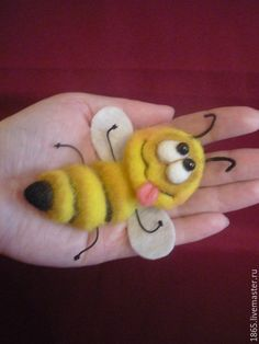 Needle Felted Animals, Felt Animals, Hobbies And Crafts, Arts And Crafts, Needle Felting Tutorials, Felt Fairy, Wool Art, Felt Brooch, Felt Patterns