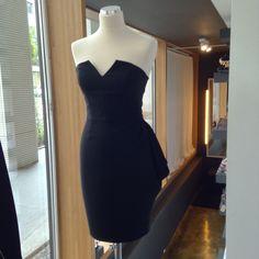 Czarna, gorsetowa sukienka z marszczeniami z kolekcji THECADESS AW 2014/15 Cena 1500 PLN