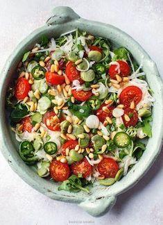 Salad with broad beans and kohlrabi Caprese Salad, Cobb Salad, Skinny Recipes, Healthy Recipes, I Foods, Sweet Recipes, Salad Recipes, Food To Make, Healthy Eating