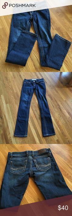 "BKE Stella Jeans Sz 25 Inseam 33.5 EUC Barely Worn Excellent used condition. Pristine - barely worn. Back rise 11"".  Front rise 7.5"". Leg opening 6.5"". BKE Jeans"