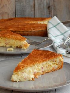 Food for thought: Ζαμπονοτυρόπιτα Dutch Oven Bread, Greek Recipes, Yummy Snacks, Tasty Dishes, Food For Thought, Food And Drink, Cooking Recipes, Dinner, Breakfast