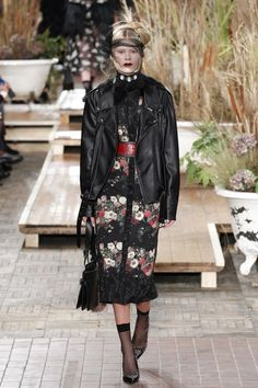 See the complete Antonio Marras Fall 2016 Ready-to-Wear collection.