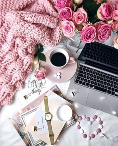 42 Ideas for wallpaper flowers laptop Flat Lay Photography, Coffee Photography, Creative Photography, Photography Ideas, Coffee And Books, Coffee Love, Fred Instagram, Makeup Illustration, Wallpaper Iphone Disney