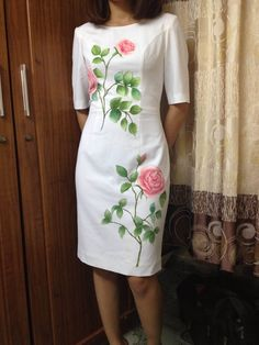 Meu vestido lindo Fabric Painting On Clothes, Fabric Paint Shirt, Paint Shirts, Dress Painting, Painted Clothes, Embroidery Suits Design, Embroidery Fashion, Embroidery Dress, Saree Painting Designs