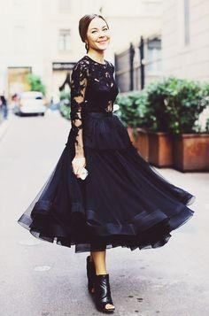 ブラックのドレスなら華やかなものを♡結婚式にお呼ばれしたら♡女性 列席者の服装の参考一覧を集めました!
