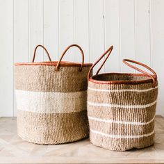 Made of sisal and leather, the Market Handled Basket adds an earthy and textural decor element to any room. For extra style versatility, use it as a durable market bag or beach carryall. Size: x Material: Sisal and leather Color: Khaki/White Rope Basket, Basket Weaving, Large Baskets, Baskets For Storage, Woodworking Projects That Sell, Textiles, Market Bag, Sisal, Eclectic Decor
