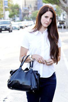 Lana Del Rey! Haha she's so simple here