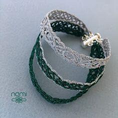 Zrobiłam bransoletkę składającą się z trzech cienkich. Wzór na każdą cienką wiele razy już wykorzystywałam. Bransoletki wykonane są ze srebr...
