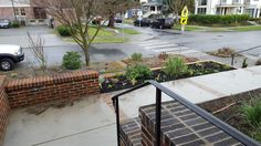Managed to get about half the top level in front mulched before it started raining hard enough I didn't want to be playing with the dirt any more.