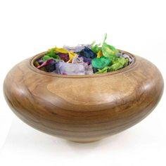 Pot-pourri en bois de pays. Nature du bois de pays: Noyer