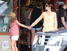NewMyRoyals: Danish Crown Princely Family in Australia, December 2015-Crown Princess Mary and Princess Isabella shopping in Byron Bay